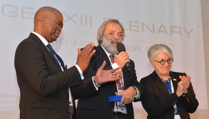 Giovanni Rum (centre) thanked for his service to GEO at the Thirteenth GEO Plenary in St Petersburg, Russia by Executive Committee Chair, Philemon Mjwara, Director-General, Department of Science and Technology, South Africa (l) and GEO Secretariat Director, Barbara Ryan (r)